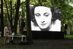 Summer cinema in the garden of the fountain house