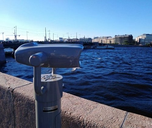 On Vasilyevsky Island, observation platforms with binoculars appeared