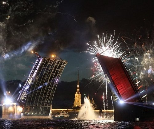 Multimedia show, fireworks and hydro-fly acrobats: highlights of the Singing Bridges